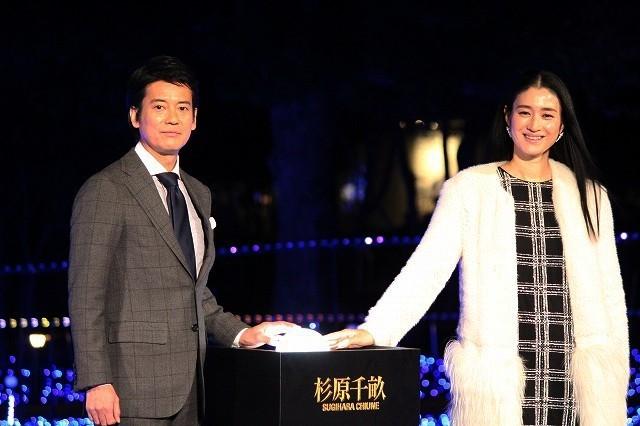 唐沢寿明&小雪、ミッドタウンイルミネーションにうっとり「映画のような高揚感」