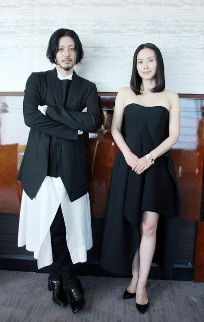 「FOUJITA」夫婦役で初共演、オダギリジョーと中谷美紀が語る唯一無二の小栗映画の世界観