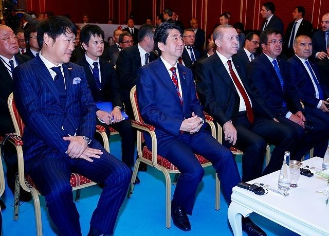 日本・トルコ合作「海難1890」、両国首脳が鑑賞 安倍晋三首相「記念すべき年の集大成」