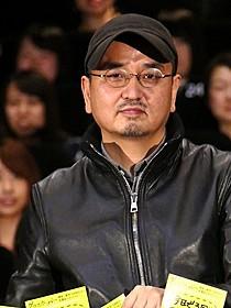生田斗真と相思相愛の様子の瀧本智行監督「グラスホッパー」