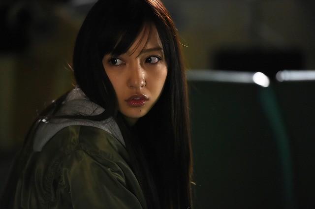 板野友美の映画初主演作「のぞきめ」16年4月2日公開! 血走った目に恐怖する特報完成