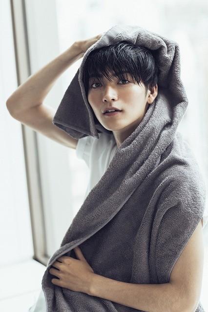 1年中、恋人気分が味わえる! 山本涼介「彼女目線」の初カレンダー発売