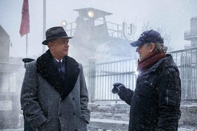 スピルバーグ監督&トム・ハンクスがファンに挨拶!「ブリッジ・オブ・スパイ」日本独占映像公開