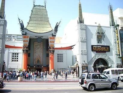アメリカの「スター・ウォーズ」ファンがチャイニーズシアター前で早くも行列