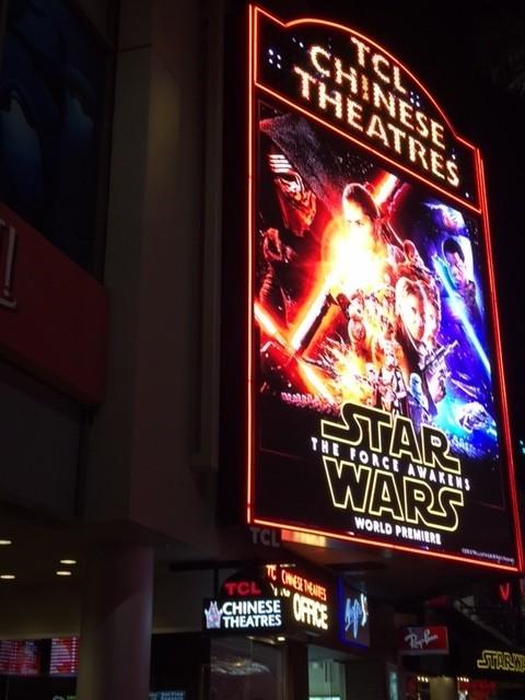 「SW フォースの覚醒」がハリウッドをジャック!厳戒態勢のもと3劇場で上映