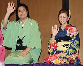 """""""落語家""""ぶりを発揮した松山ケンイチ(左)「の・ようなもの」"""