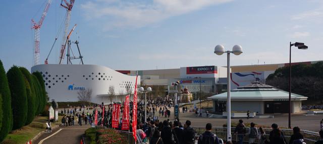 大阪エキスポシティの全景。中央にデンと109シネマズが構える。左側の工事現場は巨大観覧車を建設中。「スター・ウォーズ」