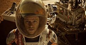 ワトニーは火星で生き延びるすべを探す「オデッセイ」