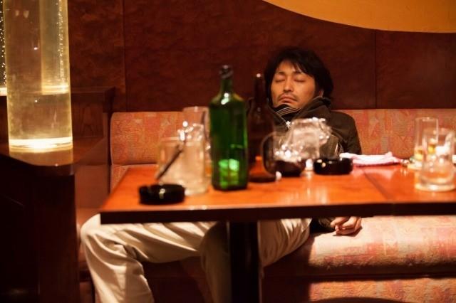 """酔っぱらった安田顕とたどる「俳優 亀岡拓次」""""お酒マナー""""映像公開!"""