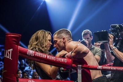 ボクシング元世界チャンピオンの再起と家族の再生を描く