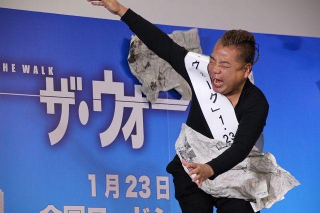 """「ヤバイよ!ヤバイよ!」出川哲朗、強風の中で「ザ・ウォーク」""""空中歩行""""に挑戦!"""