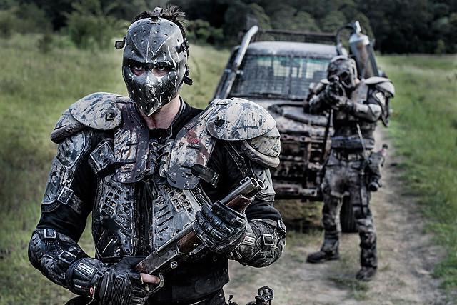 日曜大工武装でゾンビ群に突撃!「ゾンビマックス!」映像入手&DIY割引実施