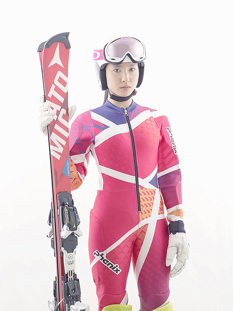土屋太鳳、アルペンスキー選手役の主演ドラマでタイトなユニフォームに身を包む