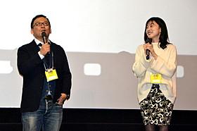 舞台挨拶に立った佐々木敦規監督(左)「幕が上がる」