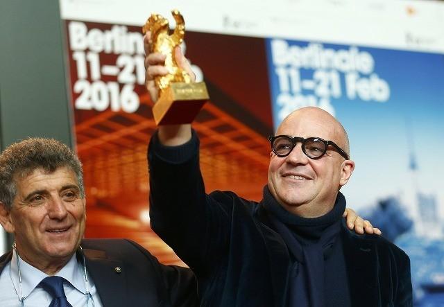 ベルリン映画祭、難民問題映した伊ドキュメンタリーに金熊賞