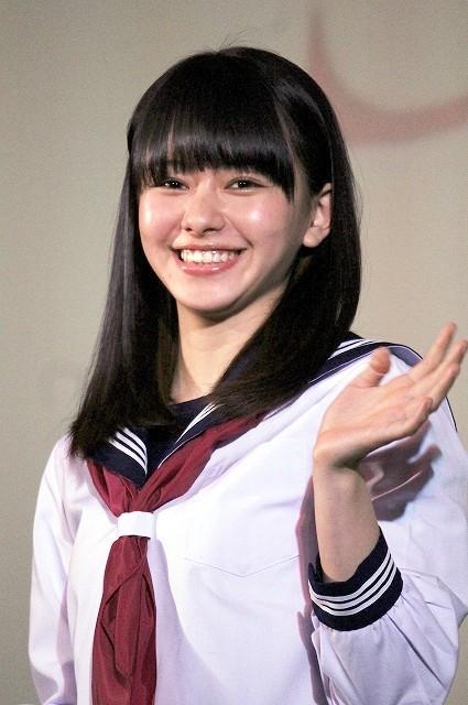 山本舞香、セーラー服姿で「桜ノ雨」を合唱!「本当にいい歌」と大感激