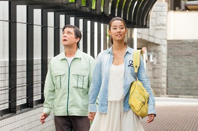 今井雅之さん原作「手をつないでかえろうよ」に藤田朋子、別所哲也らが出演