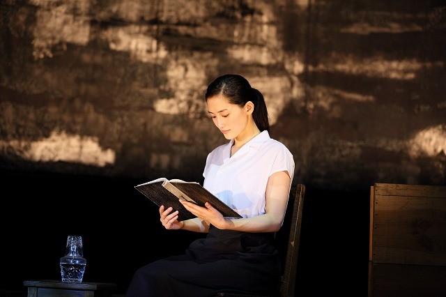 是枝裕和&綾瀬はるかが戦争の記憶を語り継ぐ朗読劇「いしぶみ」7月公開