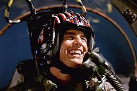 飛行機の操縦だけじゃ物足りない!? (写真は「トップガン」の一場面)「トップガン」
