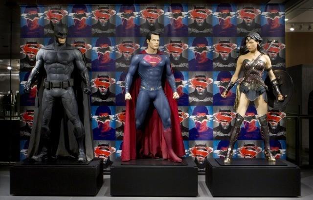 日本初展示!撮影で使用された「バットマン vs スーパーマン」コスチュームが上陸