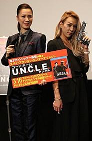 登場人物を意識した衣装で登場した遼河はるひ&GENKING「コードネーム U.N.C.L.E.」