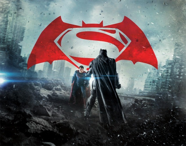 新ビジュアルを独占入手!「バットマン vs スーパーマン」の激闘の瞬間