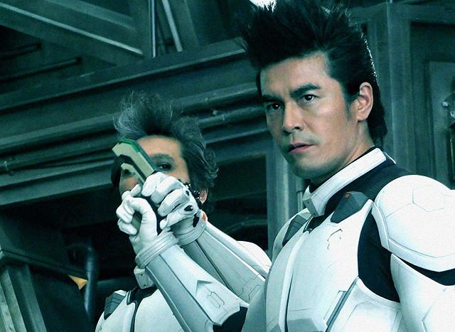 伊藤英明が人間離れした驚き姿に…「テラフォーマーズ」変異映像を独占入手!