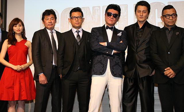 小沢仁志、人生初タキシードもホテルのボーイに間違われ憮然「蝶タイ取りてえ」