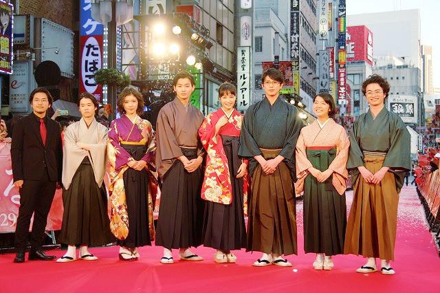 「ちはやふる」広瀬すずらが、歌舞伎町をジャック!ファン2500人が歓喜
