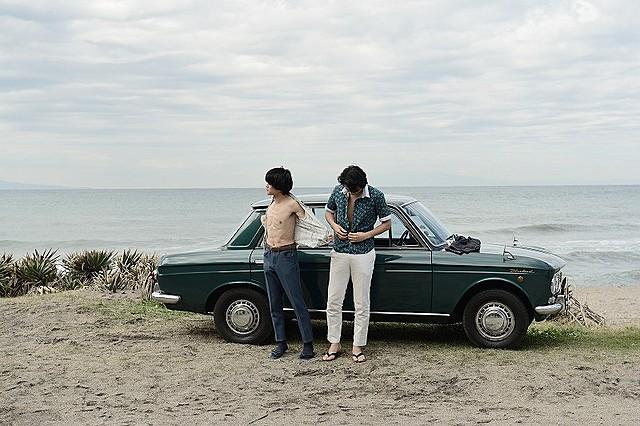 「無伴奏」フォトブック発売 池松壮亮と斎藤工が水着に着替える場面写真公開