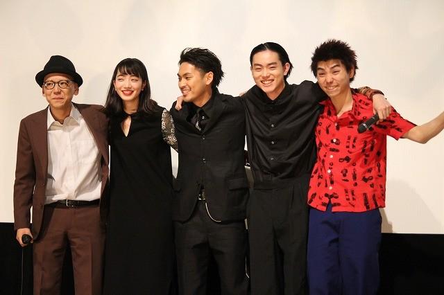 柳楽優弥、菅田将暉らがノリノリで物申す「世代交代です!イエーイ」