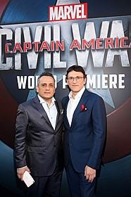 兄弟間では「毎日シビル・ウォー(笑)」とジョー(左) 本当は弟アンソニーと一心同体で役割分担もないとか「アベンジャーズ」