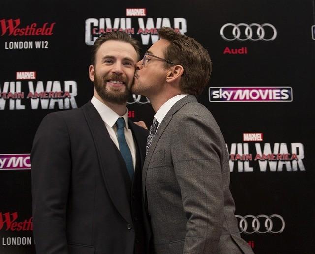 アイアンマンがキャプテン・アメリカにキス!新スパイダーマンから日本へのメッセージも