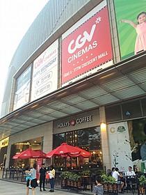 ショッピングモール内の大規模シネコン「レヴェナント 蘇えりし者」