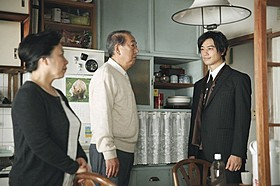 斎藤工が妙な立ち居振る舞いの青年を演じる「団地」
