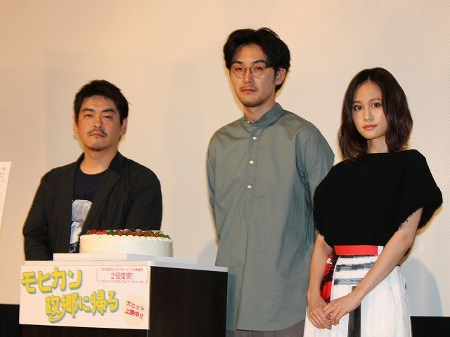 トークを盛り上げた(左から) 沖田修一監督、松田龍平、前田敦子