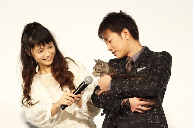 佐藤健、共演猫に好感度負け!?「みんな猫しか見ない」