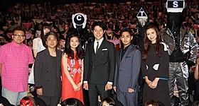 舞台挨拶を盛り上げた鈴木亮平ら「HK 変態仮面」