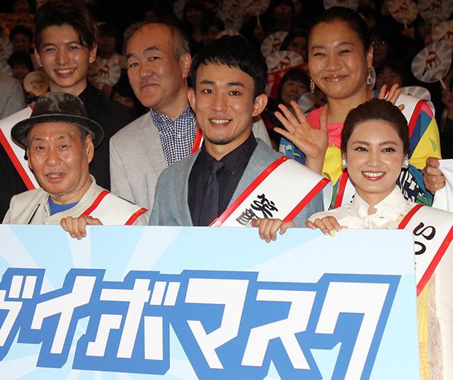 初主演映画への思いを語ったファンキー加藤(中央)
