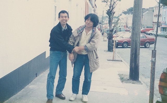 若き日の鈴木プロデューサー(左)と押井監督(右)