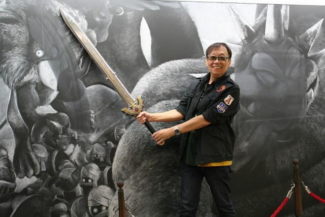 """「ドラクエ」生みの親・堀井雄二、巨大黒板アートのバルザックに""""かいしんの一撃""""!"""