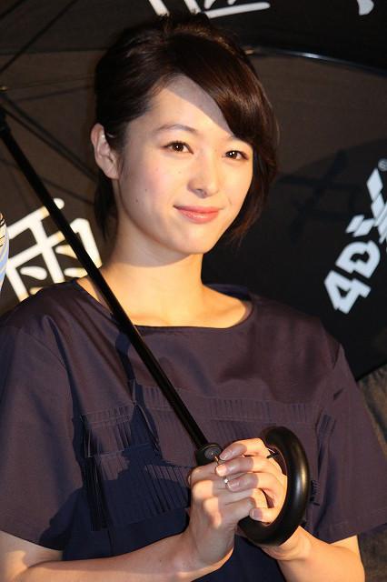 清野菜名、ホラー映画「雨女」に主演も「雨は好きじゃない」