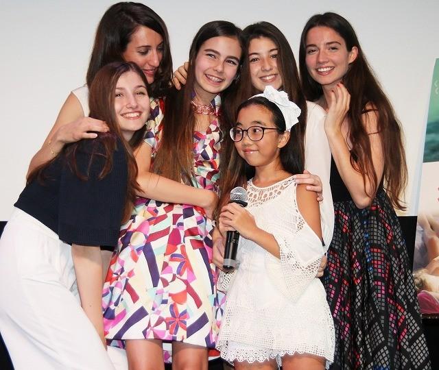 インスタフォロワー数7万人の少女Lara、「裸足の季節」監督&キャストをアートで歓迎