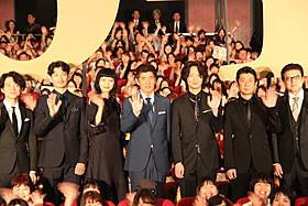 舞台挨拶に立った佐藤浩市、綾野剛、榮倉奈々、 永瀬正敏、三浦友和、瑛太、吉岡秀隆