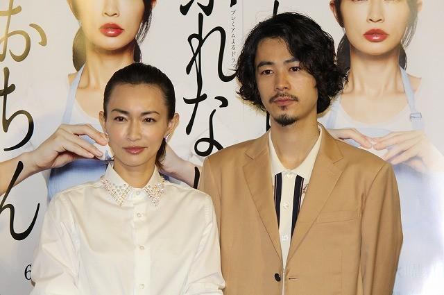 長谷川京子、不倫関係演じた15歳下の俳優から「かわいい」と言われ赤面