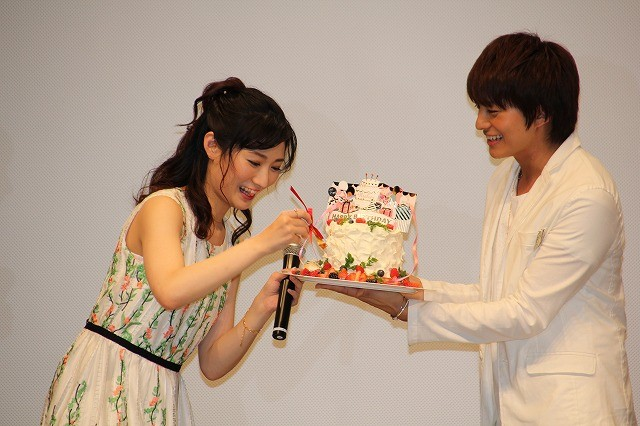 武田梨奈、サプライズバースデーに感涙!小林豊の手作りケーキは「店の100倍おいしい」