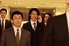 「SCOOP!」に若手代議士役で出演する斎藤工「SCOOP!」