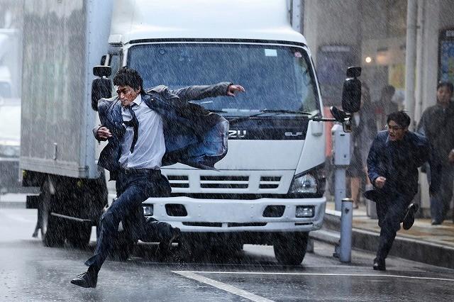 小栗旬×大友啓史監督「ミュージアム」、11月12日公開!新場面写真も披露