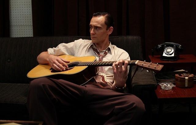 トム・ヒドルストン、米歌手伝記映画で歌声披露!「アイ・ソー・ザ・ライト」10月公開