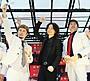 綾野剛、スカパラ&横山健に挟まれ喜色満面